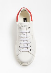 Guess - SALERNO - Tenisky - white red - 3