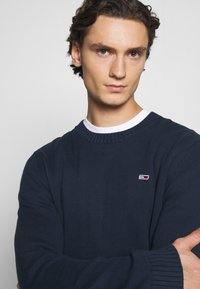 Tommy Jeans - ESSENTIAL CREW NECK UNISEX - Sweter - twilight navy - 3