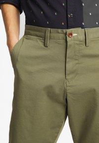 GANT - RELAXED - Shorts - deep lichen green - 5