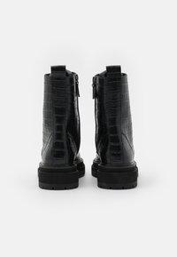 Kurt Geiger London - SIVA - Šněrovací kotníkové boty - black - 3