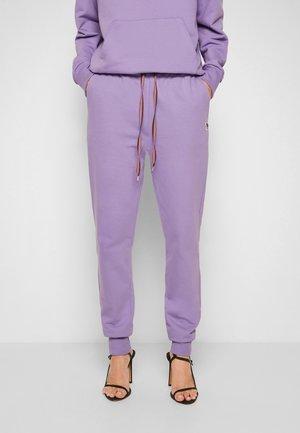 SWEATPANTS - Teplákové kalhoty - purple