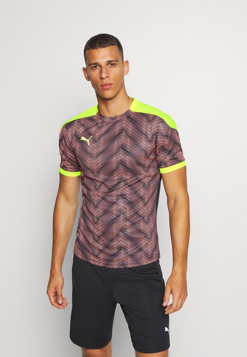 Puma - GRAPHIC  - Print T-shirt - peach/fizzy yellow