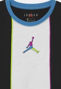 Jordan - COLOR OUTSIDE THE LINES - Abbigliamento sportivo - black - 2