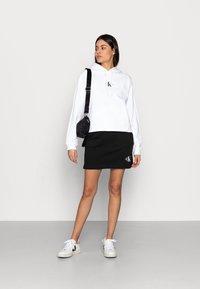 Calvin Klein Jeans - CROPPED MONOGRAM HOODIE - Sweatshirt - white - 1
