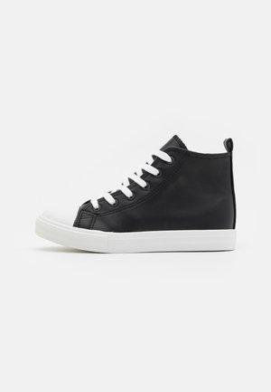 CLASSIC TRAINER  - Zapatillas altas - black