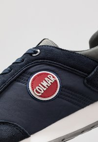 Colmar Originals - TRAVIS RUNNER PRIME - Sneaker low - navy/dark gray - 5