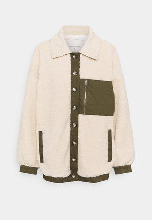 FQVIVI - Light jacket - birch/olive