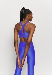 Under Armour - MID CROSSBACK BRA - Sports bra - emotion blue - 2