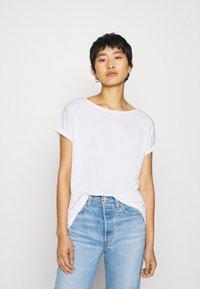 QS by s.Oliver - KURZARM - Basic T-shirt - ecru - 0