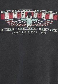 Kaotiko - CREW TIE DYE UNISEX - Felpa con cappuccio - black - 6