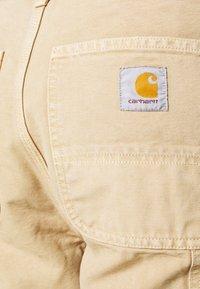 Carhartt WIP - DEARBORN SINGLE KNEE PANT - Pantalones - dusty brown - 4