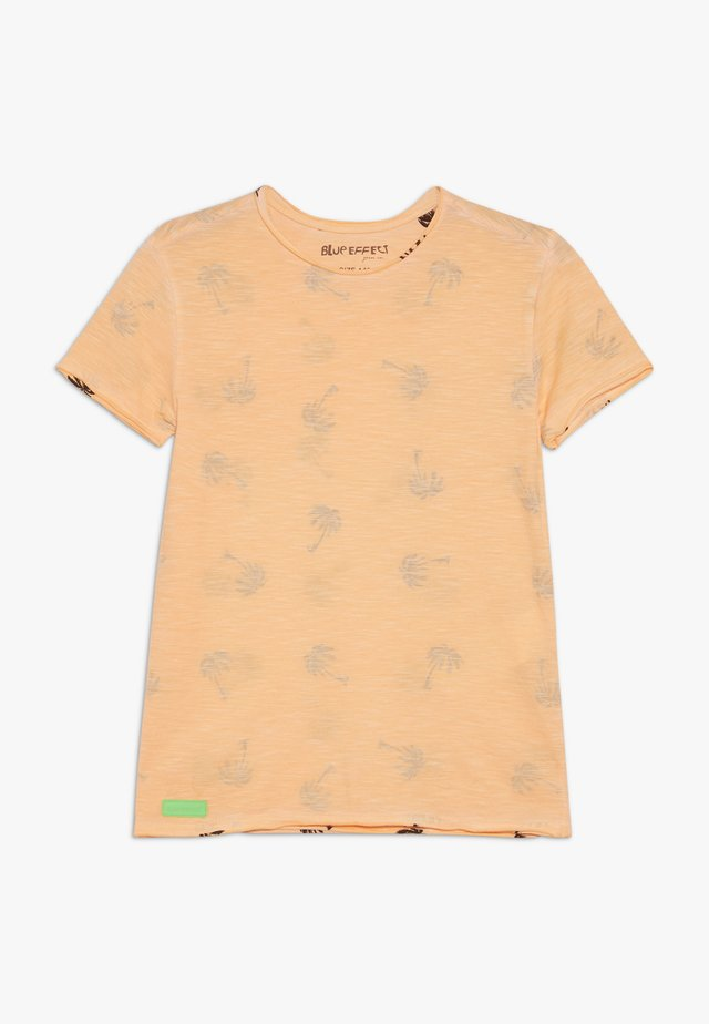 BOYS PALMEN ALLOVER - T-shirt z nadrukiem - neon orange oil