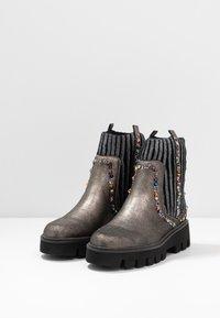 Alma en Pena - Platform ankle boots - pewter - 4