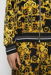 Versace Jeans Couture - TECNO PRINT LOGO BAROQU - Sweater met rits - black - 5