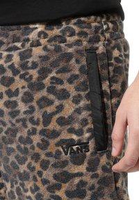 Vans - MN POLAR FLEECE PANT - Pantaloni sportivi - leopard print - 1