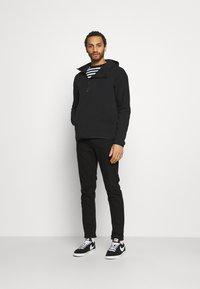 Nike Sportswear - Hættetrøjer - black - 1