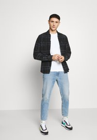Calvin Klein Jeans - DAD JEAN - Relaxed fit jeans - light blue - 1