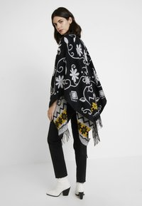 Desigual - PONCHO BARBARO - Cape - black - 2