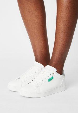 LABEL GLITTER - Sneakers basse - white/silver