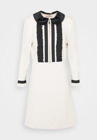 TWINSET - MIT RÜSCHEN - Strikket kjole - white - 5