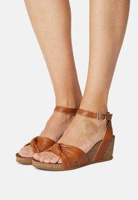 Bullboxer - Wedge sandals - tann - 0