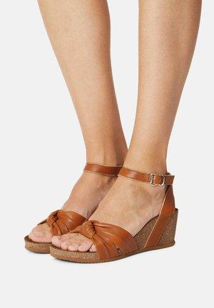 Sandalen met sleehak - tann