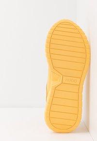 HUGO - ATOM RUNN - Sneakers basse - open yellow - 4