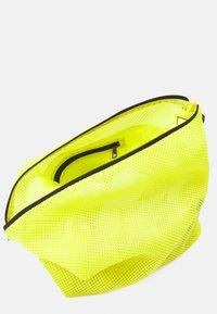 adidas Performance - EASY SHOP - Sportovní taška - acid yellow/black - 3