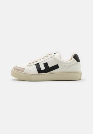 CLASSIC 70'S KICKS - Matalavartiset tennarit - white/black/grey