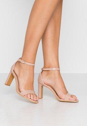 WIDE FIT - Sandaler med høye hæler - nude