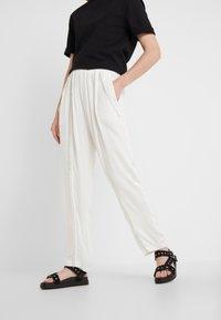 Iro - EGINI - Kalhoty - white - 0