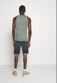 Tommy Jeans - RONNIE - Denim shorts - barton black comfort - 2