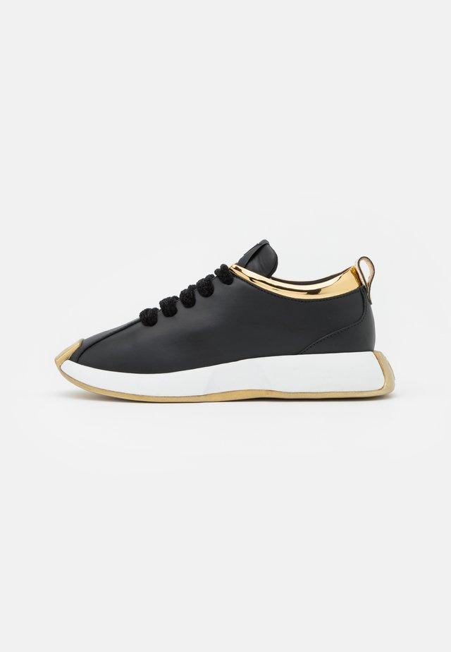 OMNIA - Sneakers laag - black/gold