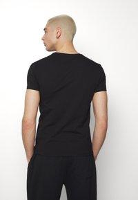 Volé la lumière - TWO FACED SEQUIN SKULL - T-shirt print - black - 2