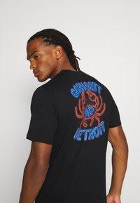 Carhartt WIP - NEON CRAB - Print T-shirt - black - 5