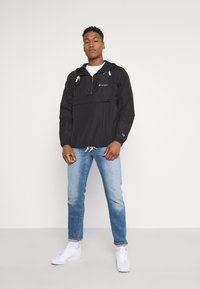 Champion Reverse Weave - HOODED JACKET - Větrovka - black - 1