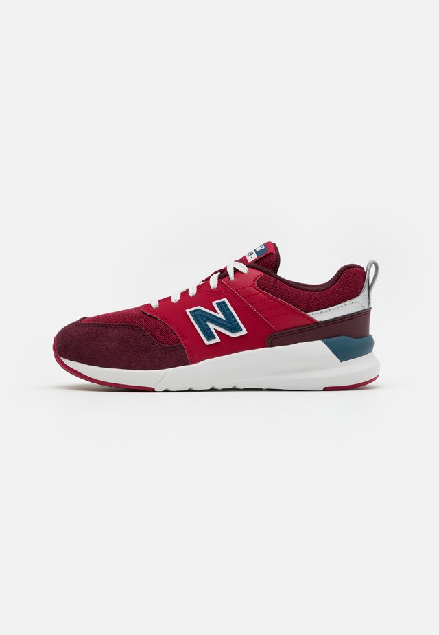 YS009NE1 UNISEX - Sneakersy niskie - red