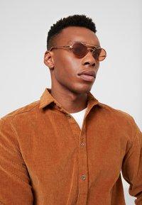 Polaroid - Okulary przeciwsłoneczne - gold/brown - 1