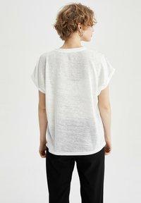 DeFacto - Print T-shirt - ecru - 2