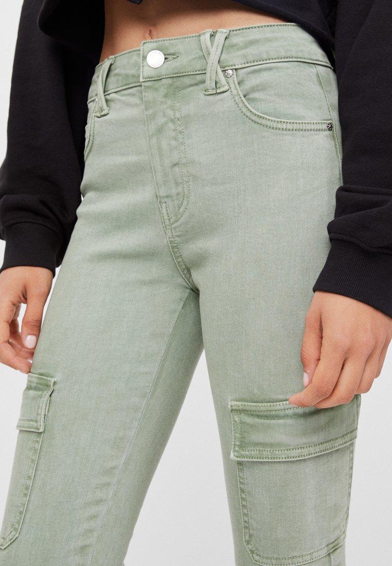 Bershka - Pantaloni cargo - green