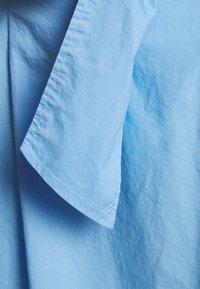 Marc O'Polo - DRESS STYLE BELTED WAIST - Shirt dress - blue - 2