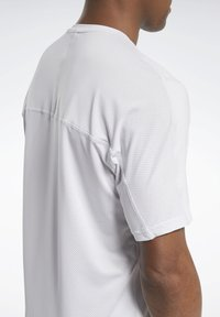 Reebok - ACTIVCHILL GRAPHIC MOVE T-SHIRT - Funktionsshirt - white - 5