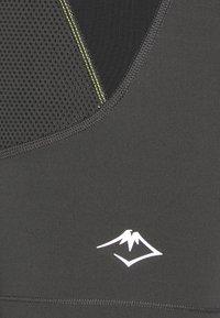 ASICS - FUJITRAIL SPRINTER - Leggings - graphite grey - 3