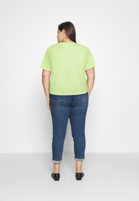 Tommy Jeans Curve - BADGE TEE - T-shirts med print - faded lime - 2