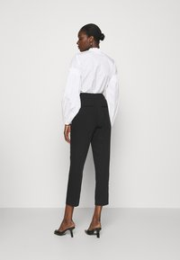 Soft Rebels - LUCCA ANKLE PANT - Trousers - black - 2