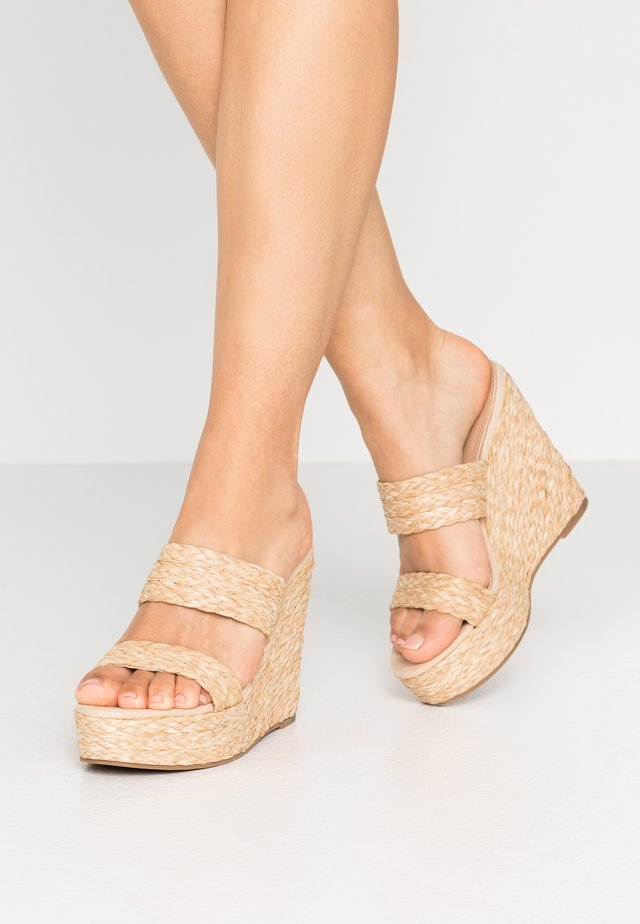 SUNFLOWER WEDGE - Mules à talons - natural
