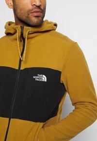 The North Face - MEN'S BLOCKED HOODIE - Fleecová bunda - british khaki/lack - 5