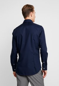 Seidensticker - SLIM FIT SPREAD KENT PATCH - Formal shirt - dark blue - 2