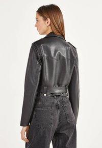 Bershka - BIKERJACKE AUS KUNSTLEDER 01137564 - Faux leather jacket - black - 2
