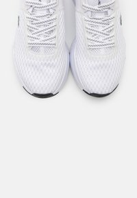 Lacoste - COURT DRIVE  - Baskets basses - white/black - 5